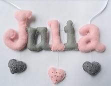 Piękne literki w odcieniach różu i szarości uszyłam z wielką przyjemnością dla małej Juleczki :) Serca ze złotymi koralikami dodają uroku. Jesteś zainteresowany takimi literkami...