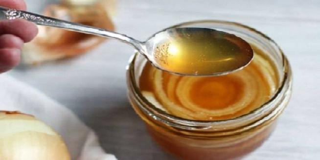 Skuteczny babciny sok z cebulą i cukrem na przeziębienie i kaszel!