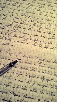 Kiedy dopadnie mnie melancholijny nastrój, swoje myśli przelewam na papier. To właśnie w jesienne wieczory powstają moje opowiadania, które pozwalają mi oczyścić się z wątpliwoś...