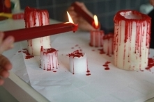 Krwawe świeczki.