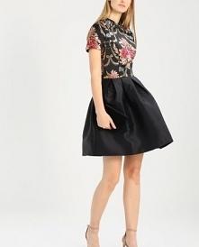 Pięknie zdobiona sukienka Chi Chi London DALAH.