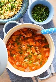 Gulasz z gotowanej karkówki z marchewkami i batatami