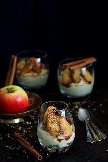 Deser z kaszy jaglanej z karmelizowanymi jabłkami. Pyszny i zdrowy!  SKŁADNIKI 0,5 szklanki kaszy jaglanej 1,5 szklanki wody 1 laska wanilii ewentualnie cukier z ziarnami wanill...
