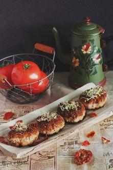 Kotlety mielone z suszonymi pomidorami.  SKŁADNIKI 1 kg mielonego mięsa u mni...