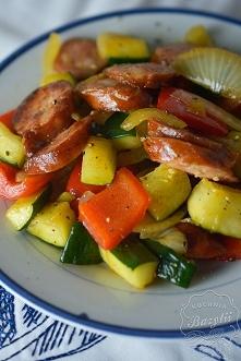 Smażona kiełbasa z warzywami