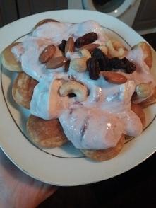 Mini naleśniki, jogurt grec...