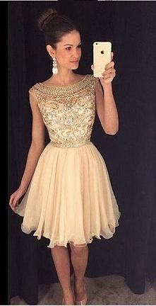 Piękna! Podobne TU ➡️ sukienkinastudniowke.pl