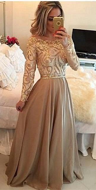 Złote sukienki mają w sobie coś magicznego✨ Długie sukienki znajdziecie na ➡️ sukienkinastudniowke.pl
