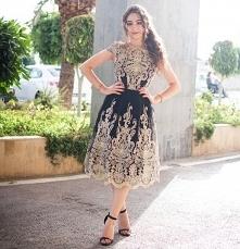 Pięknie zdobiona sukienka C...