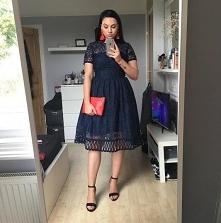 Świetny zestaw z sukienką Chi Chi London, do kupienia TU  ➡️ sukienkichichilo...