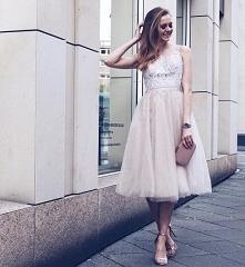 Tiulowa sukienka Chi Chi London, do kupienia TU ➡️ sukienkichichilondon.pl