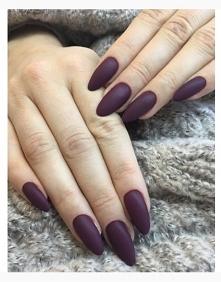 Piękne jesienne paznokcie w macie .Tylko pytanie jaki to kolor ?