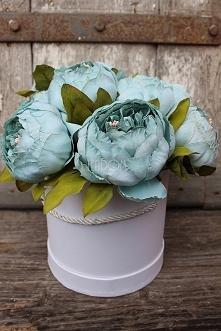 flower box ze sztucznymi pi...