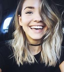 Hair blonde'
