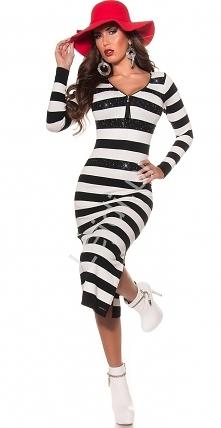 Dzianinowa sukienka o długości 3/4. Sukienka z rozcięciem z boku ukazującymi nogę. Dzianinowa sukienka w czarno białe paski, ozdobiona błyszczącymi kryształkami na biuście i w p...