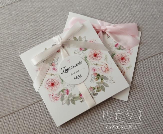 zaproszenia ślubne z delikatnym różem i wiankiem