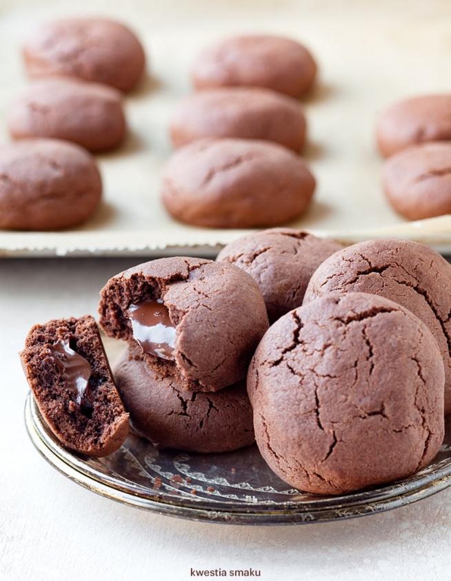 Kruche ciasteczka kakaowe z płynną czekoladą