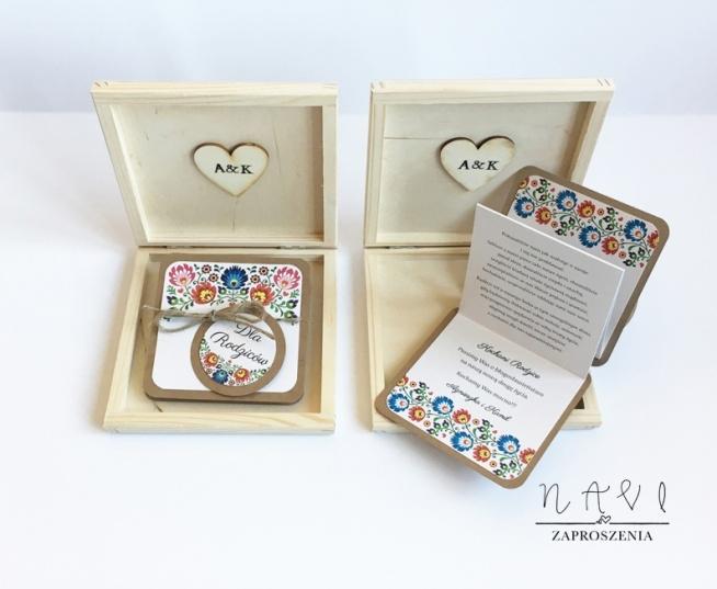 zaproszenia dla rodziców, prośba o świadkowanie, wyjątkowe w drewnianej szkatułce z zaproszeniem w formie harmonijki.