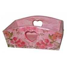 Skrzynka drewniana wykonany z drewna sosnowego, pomalowana farbą akrylową , bielona, wnętrze pomalowane na  różowo, zabezpieczona lakierem akrylowym.