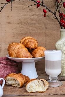 Przepis na Croissanty (do wykorzystanie także przy Rogalach Marcińskich). Przepis po kliknieciu w zdjecie