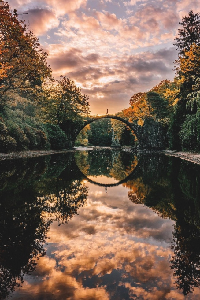 Most nad jeziorem Rakotz