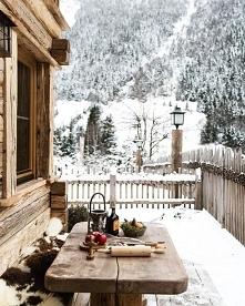 Zimowa aura.. drewniany domek.. dużo śniegu.. porządny mróz.. las.. chwilowa ...