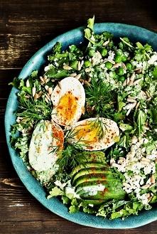 Zielona sałatka Składniki: na 2 porcje 50 g świeżego jarmużu 1 mały kalafior ...