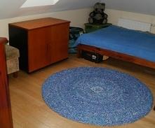 Dywan, dywanik z pociętych szmatek na szydełku