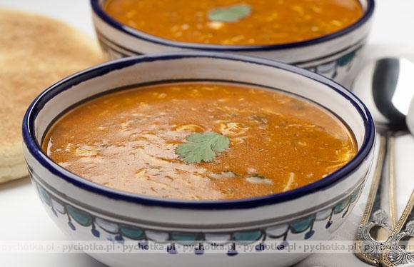 Pikantna zupa gulaszowa z kurczakiem
