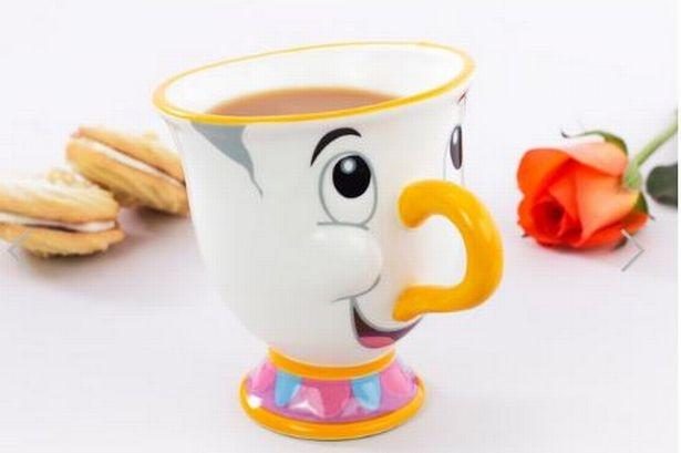Dla wielu osób ciepła filiżanka herbaty, kawy lub kakao jest tak samo dobra jak najlepsza przyjaciółka, jeśli nie lepsza. Możesz zwinąć się na kanapie z ulubionym kubkiem i przeczytać książkę. Możesz wypić z kubka, aby się zrelaksować przed snem. Możesz wziąć koc i usiąść na ganku z ciepłym kubkiem i cieszyć się jesienną pogodą. Nie wyobrażaj sobie, o ile lepsze byłyby te wszystkie scenariusze, gdyby Twój kubek był twoim najlepszym przyjacielem!  Teraz i Ty możesz mieć niesamowitego Chipa dla siebie!