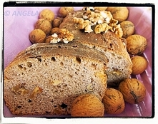 Chleb z orzechami włoskimi ...