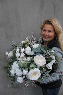 kompozycja kwiatowa - dekoracje ze sztucznych kwiatów