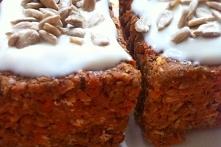 CIasto marchewkowe bez pieczenia, mąki i cukru