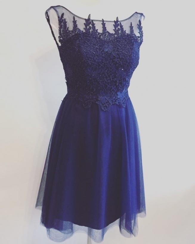 dziewczyny! wyprzedaje sukienkę, została ostatnia sztuka, rozmiar 36 cena 200 zł z 490. Jeśli któraś z Was chce, to piszcie :) :) :)