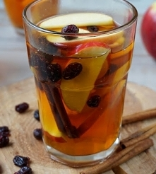 Herbata z jabłkami, cynamonem i żurawiną