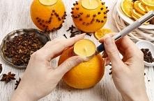 A nadziewając goździki na pomarańczę i dodatkowo