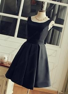 śliczna mała czarna sukienka