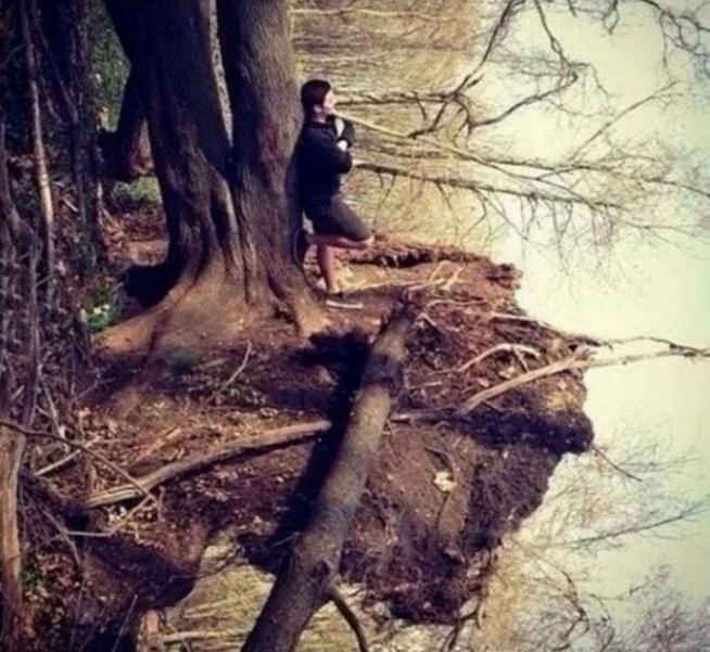 Na tym zdjęciu nie ma żadnej wody. Przekręć w lewo i się przyjrzyj :)
