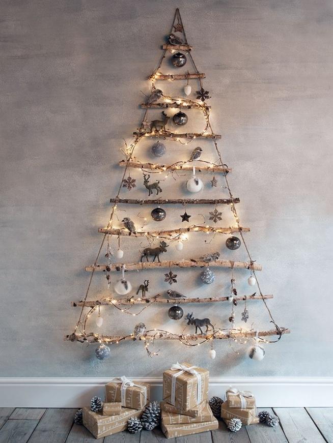 Święta bez choinki, to nie święta, więc jeśli nie mamy możliwości posiadania tradycyjnego drzewka trzeba sobie jakoś radzić.
