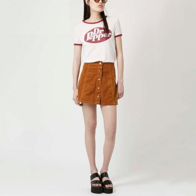 Sztruksowa spódnica w stylu retro, z guziczkami na całej długości. Kliknij w zdjęcie i zobacz, gdzie kupić :)