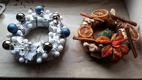 Takie świąteczne stroiki tworzę w pracowni! Więcej dzieł ceramicznych, obrazów i biżuterii na fb - RAagarthandmade! Zapraszam serdecznie!