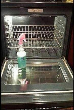 No to kobietki - do dzieła przed świętami :) Spryskaj ta mieszanka scianki piekarnika na noc a zobaczysz niesamowity efekt Proporcje 2miarki plynu do naczyn 4miarki soku z cytryny 8miarek octu 10miarek wody