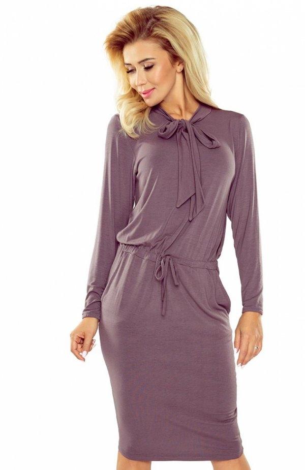 Numoco 171-1 sukienka jasna śliwka Komfortowa sukienka, przy szyi ozdobiona wiązaniem, w talii ściągacz