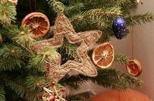 Magii Świąt dodaje ubrana w dniu Wigilii choinka.