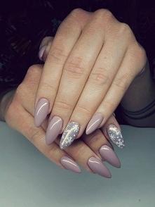 Delikatne paznokcie na święta