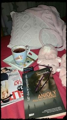 Herbata, książka, kapcie i poduszka to jest sobota!