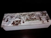 kolejna drewniana skrzynka ręcznie malowana, również stała się prezentem mojego autorstwa.