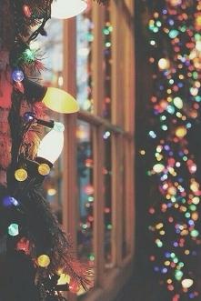 Lampki już czekają żeby pięknie oświetlić naszą choinkę i nie tylko ♡