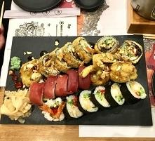 Do tej pory uważałam, że Sushi jest ochydne i że nie da się tym najeść, ale w momencie jak zaczęłam rozwijać siebie i swój zespół - mogłam faktycznie spróbować PRAWDZIWEGO sushi...