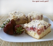 Ciasto na maślance z truskawkami i kruszonką